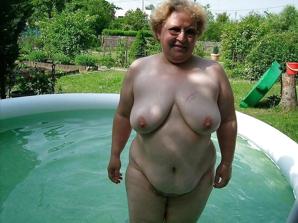 Fat wife swimming nude