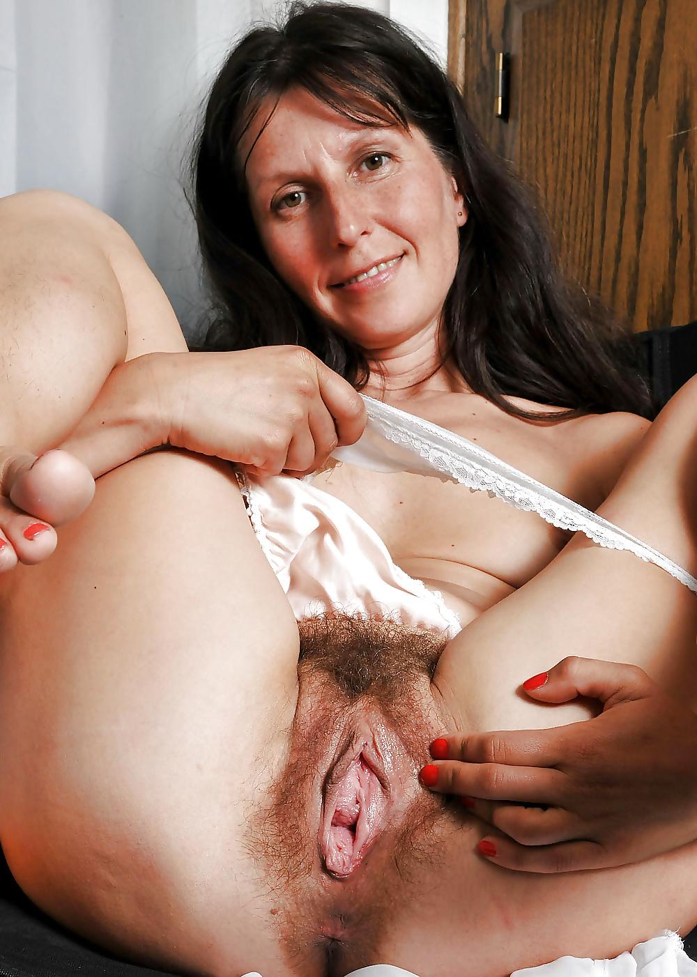 Hairy mom pusy