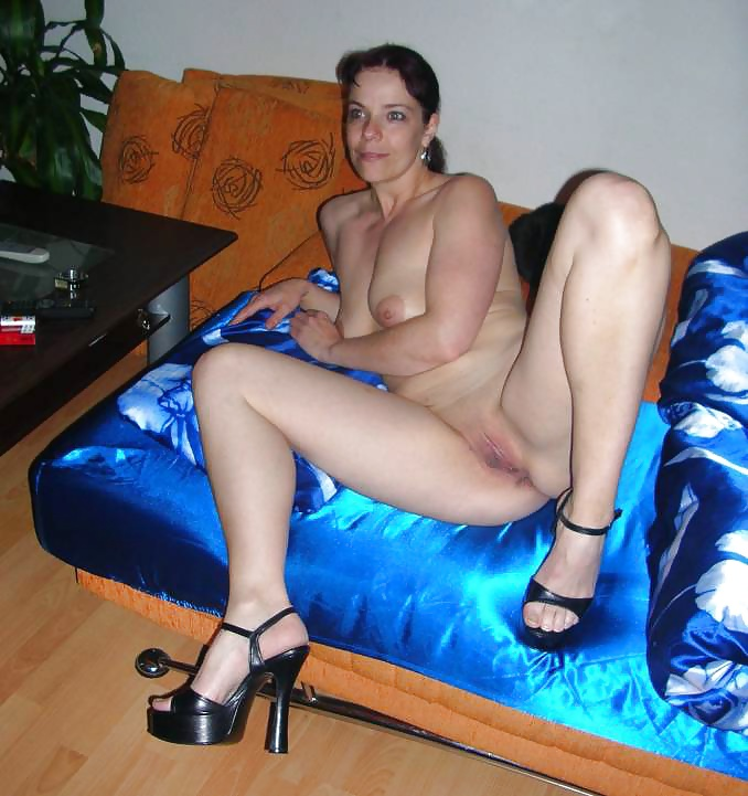 See And Save As German Smoking Fetish Queen Sandra Porn Pict