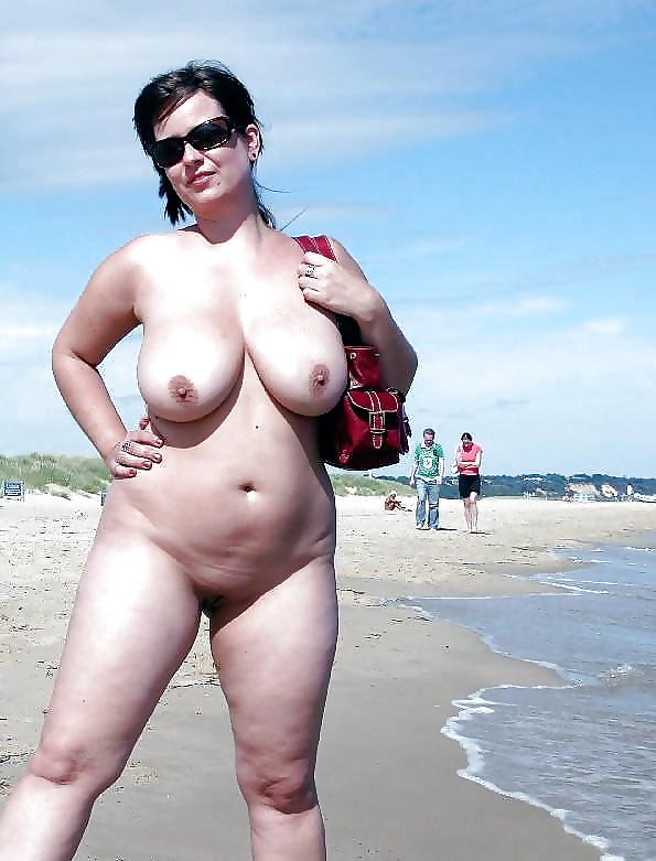 Hot curvy amateur housewife