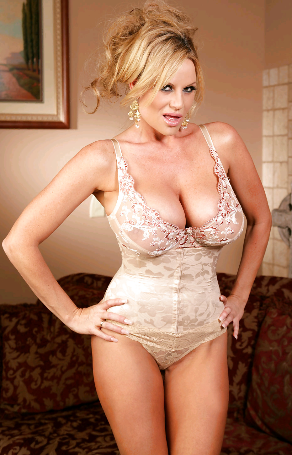 Free pics of hot milf with big tits and smooth