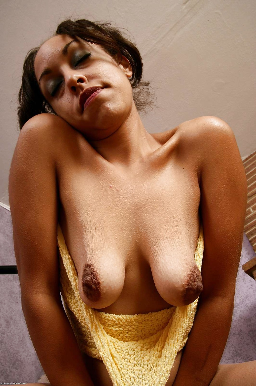 Middle nipples nude — photo 8