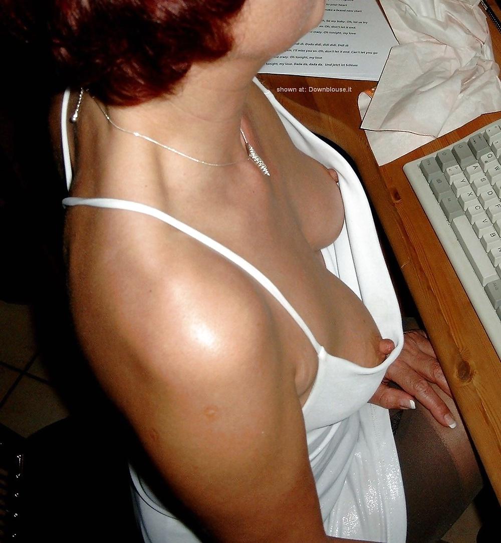 Сиськи под одеждой подглядывание, шикарные формы в порно