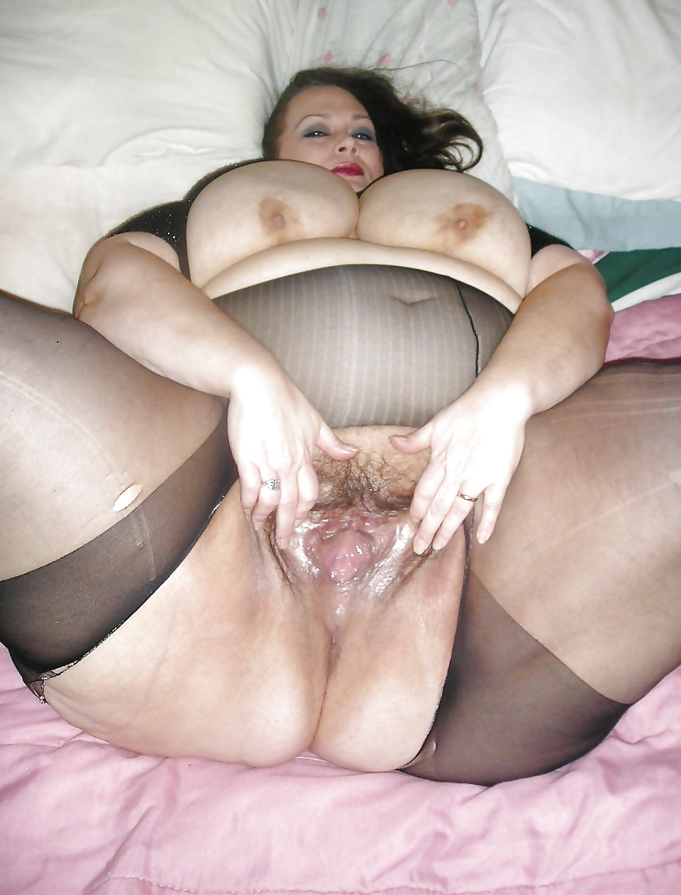 Ssbbw Jiggles And Makes Her Fat Pussy Cums With Her Fingers