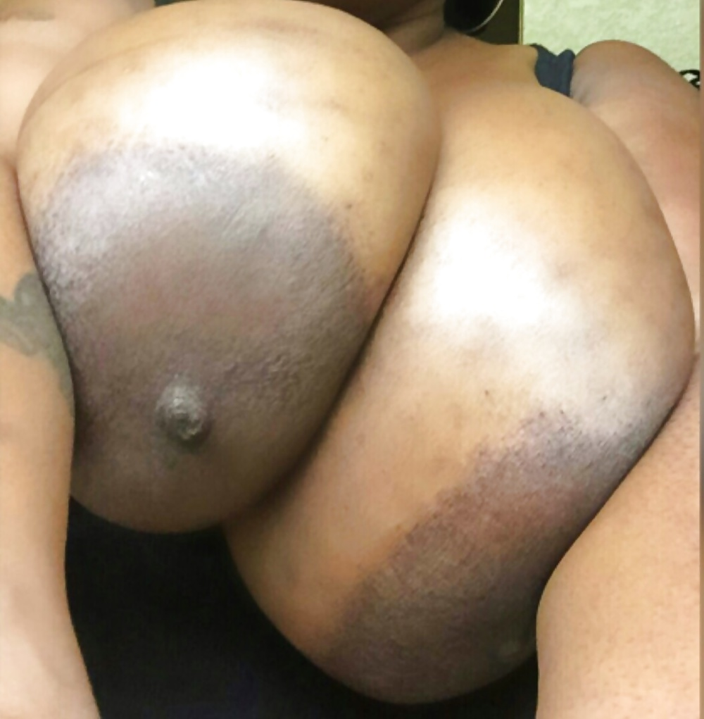 Chicago thot exposed with big titties black