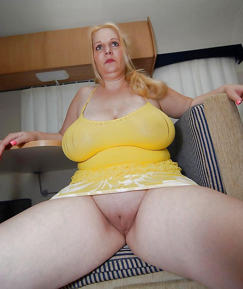 Phatass booty nude in miniskirts
