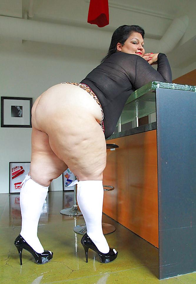 Big Booty Mature Woman