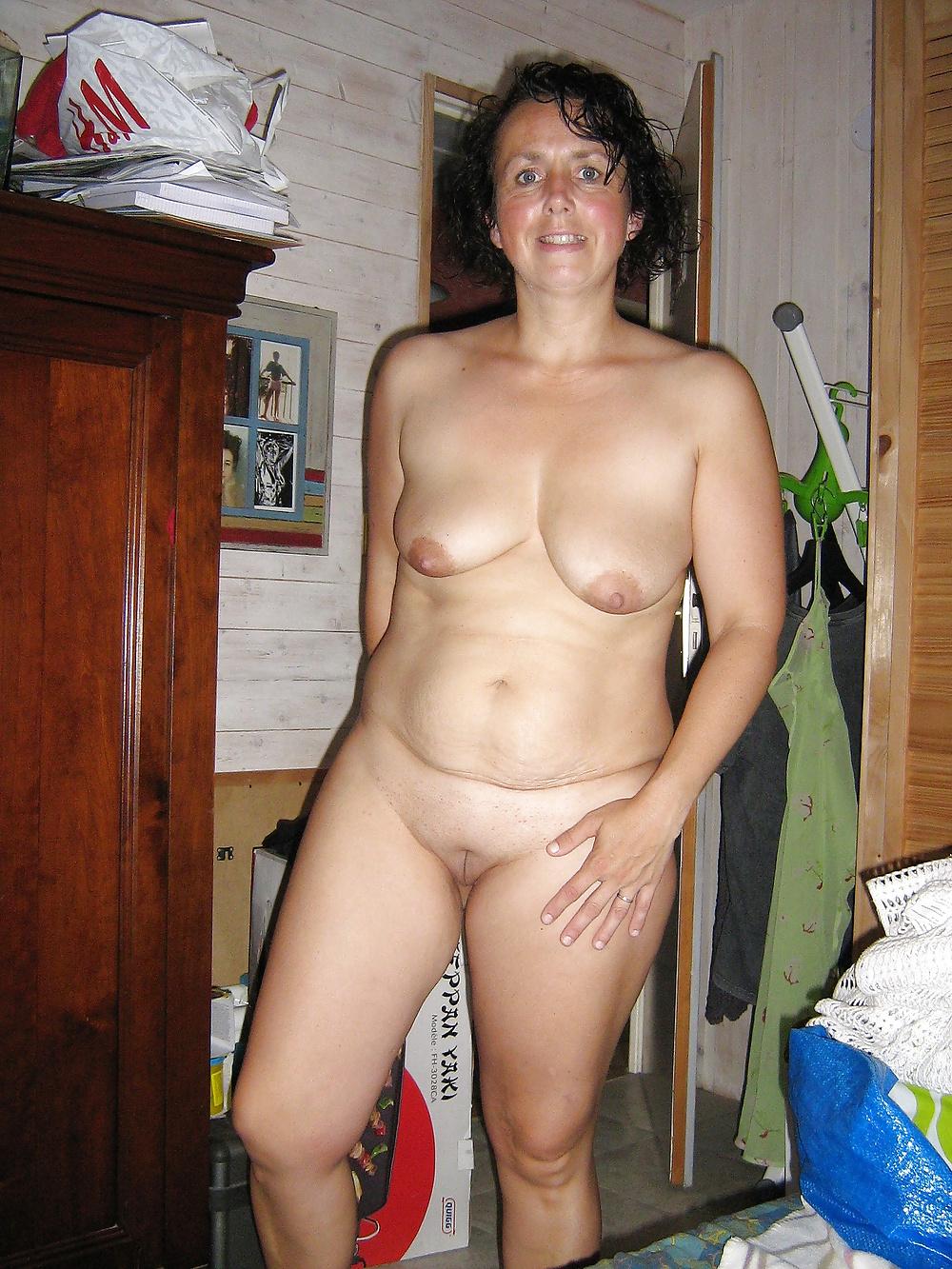 Зрелая Обнаженная Женщина Домашнее