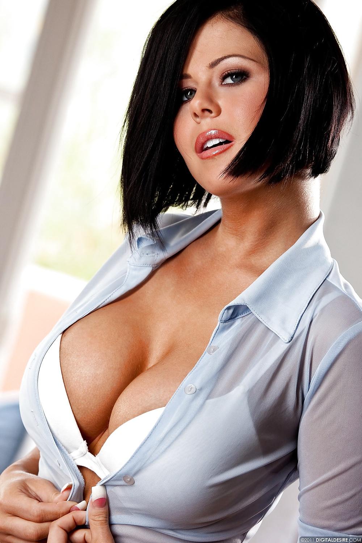грудастая девушка в блузке так мало
