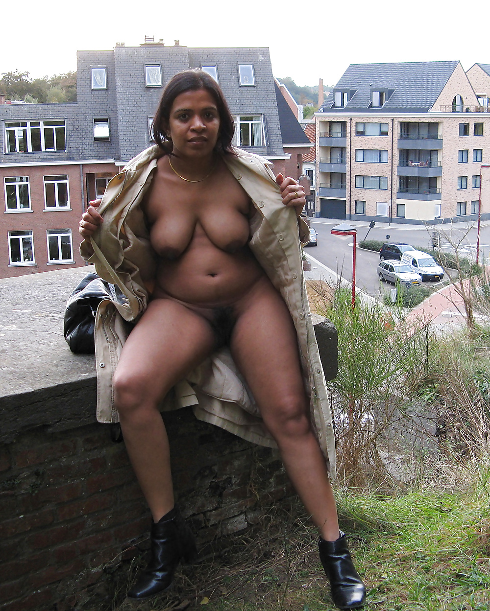 Indian wife nude outdoor showing boobs n pussy