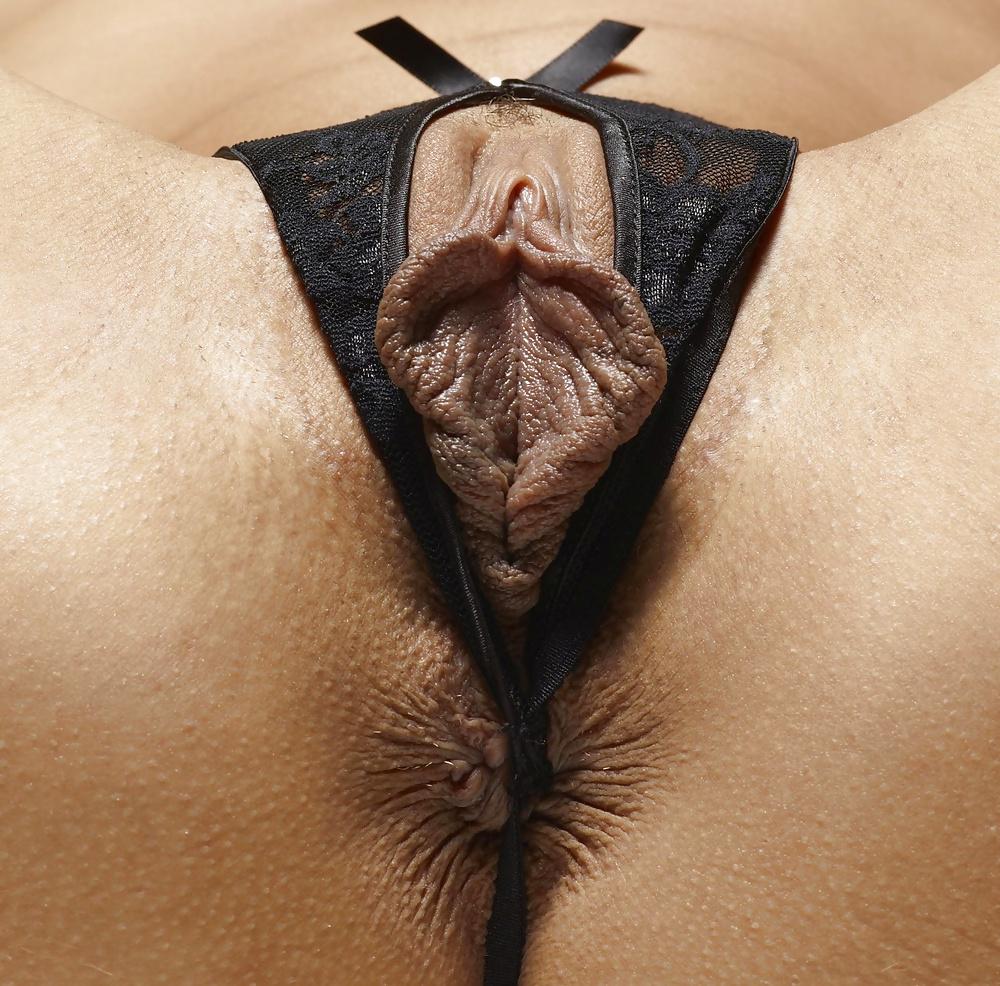 stringi-v-polovih-gubah-hhh-muzhchini-s-seks-igrushkami-porno