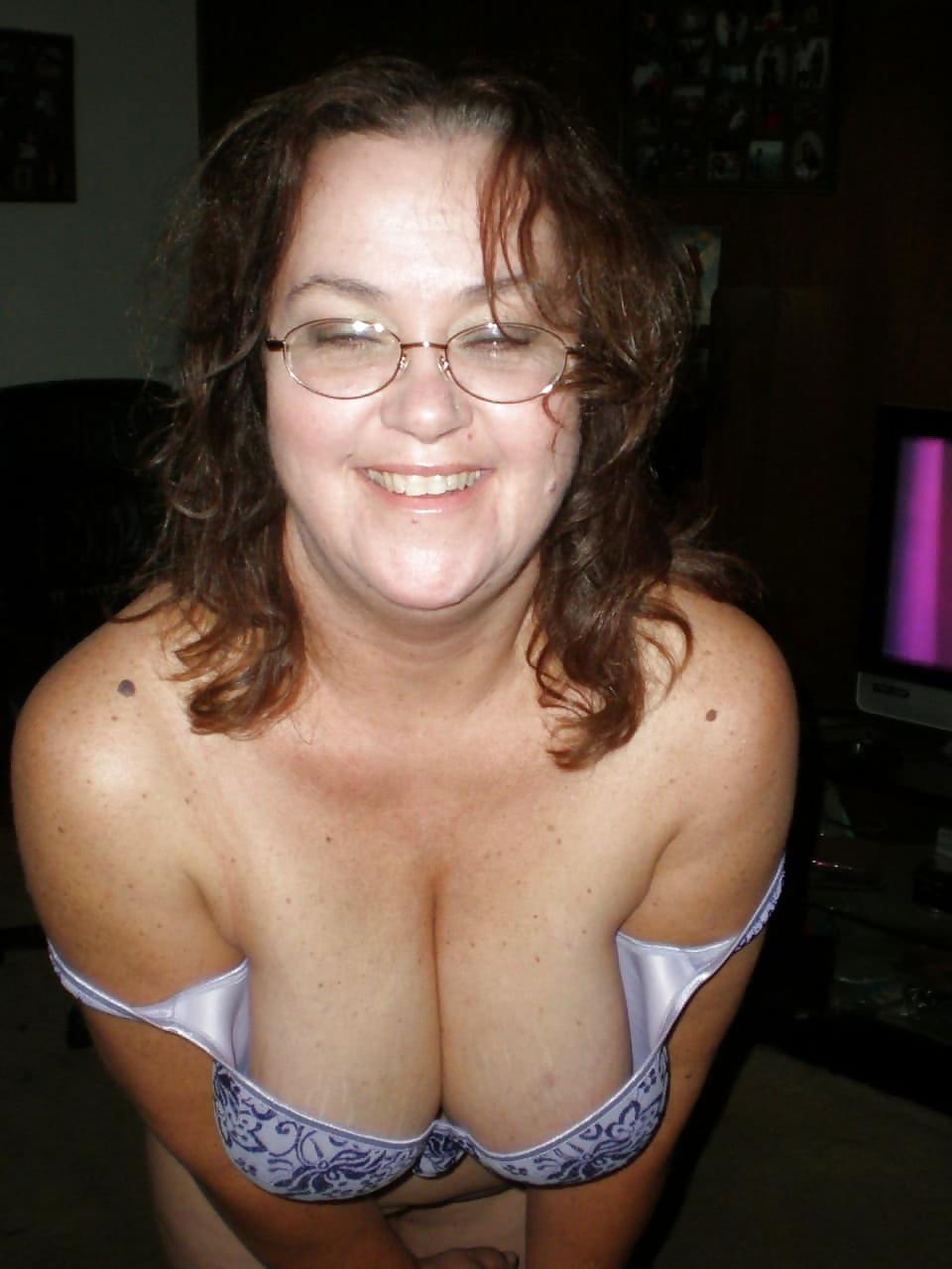 amateur-mom-bra-big-tits-little-dicks