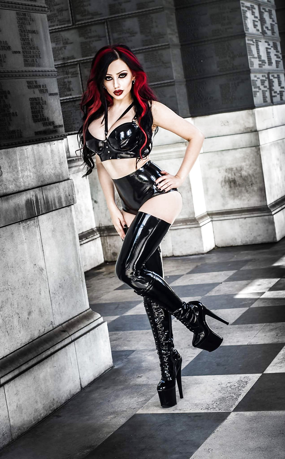 sexy-gothic-wrestler-female