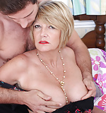 Mature British housewife Amy (35)
